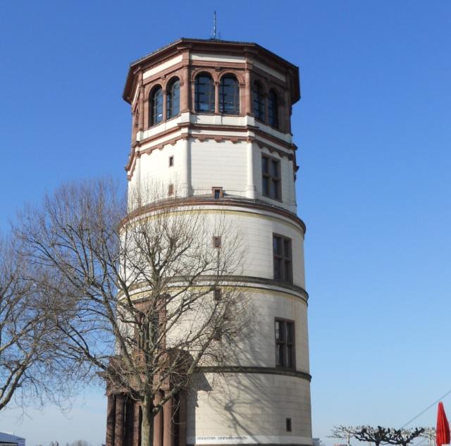 Rheinturm in Düsseldorfer Altstadt