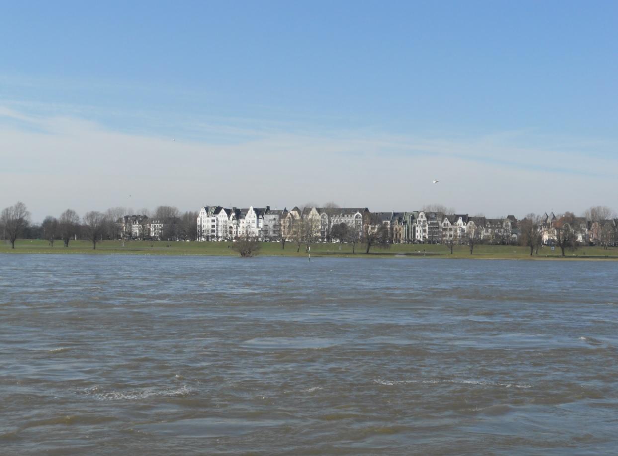 Rheinfront in Düsseldorf Oberkassel