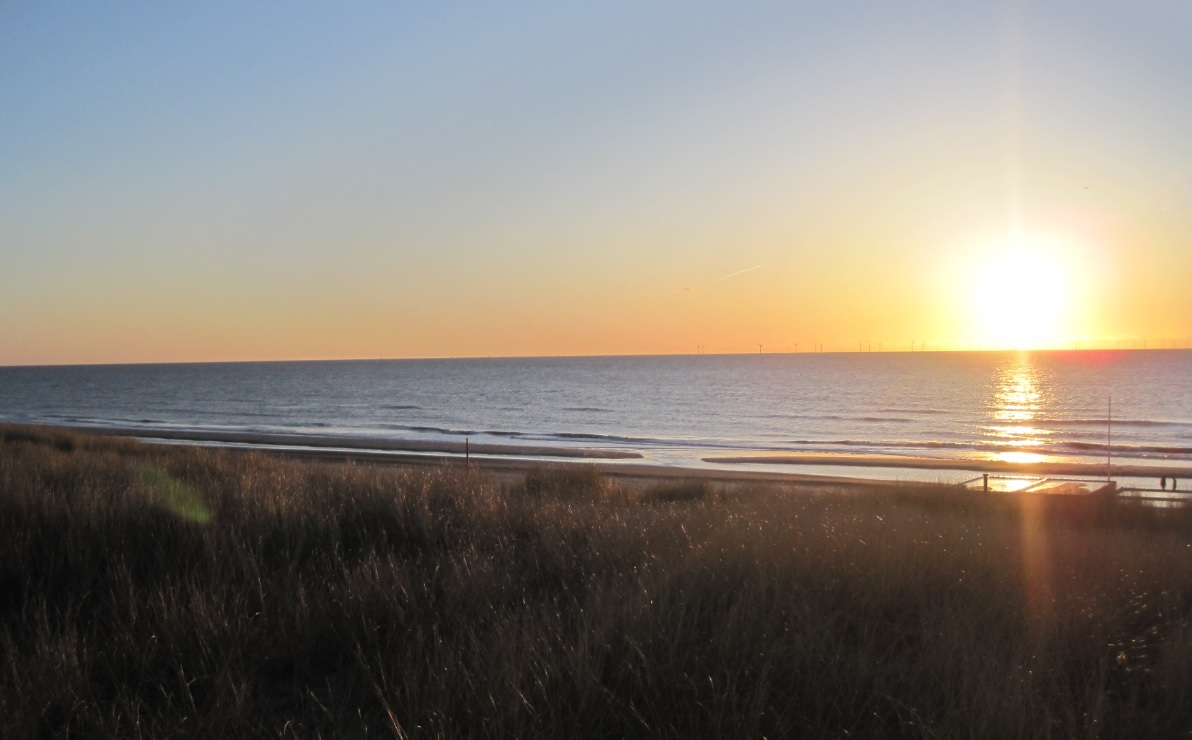 Sonnenuntergang an der Küste in den Niederlanden